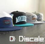 Des casquettes qui représentent la boutique Discale